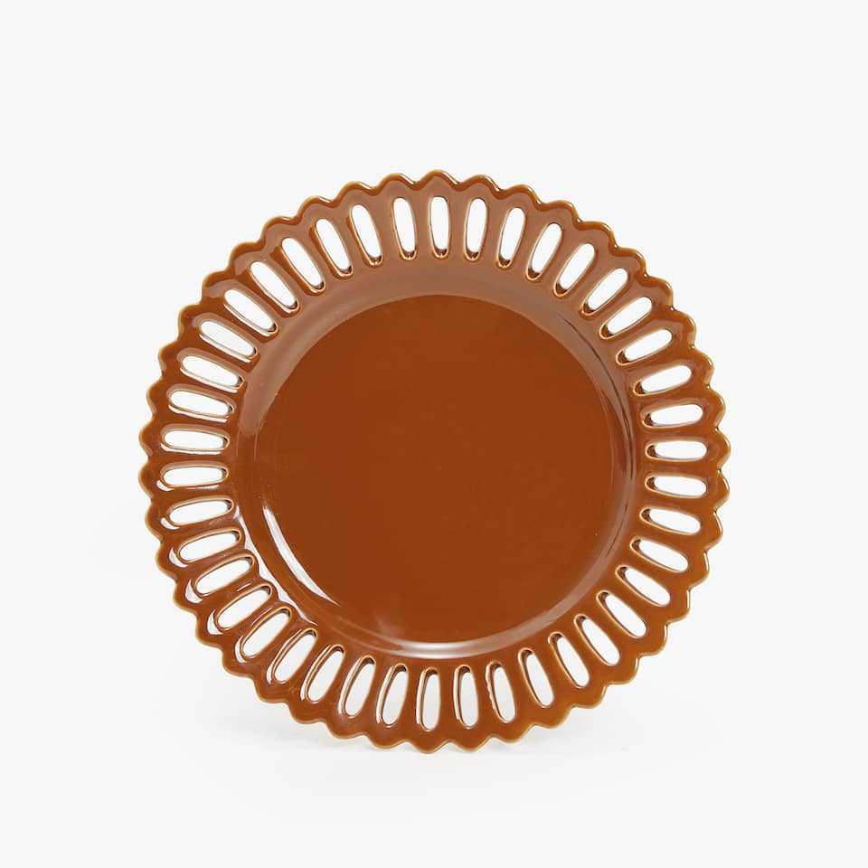 DESSERT PLATE WITH PERFORATED EDGE