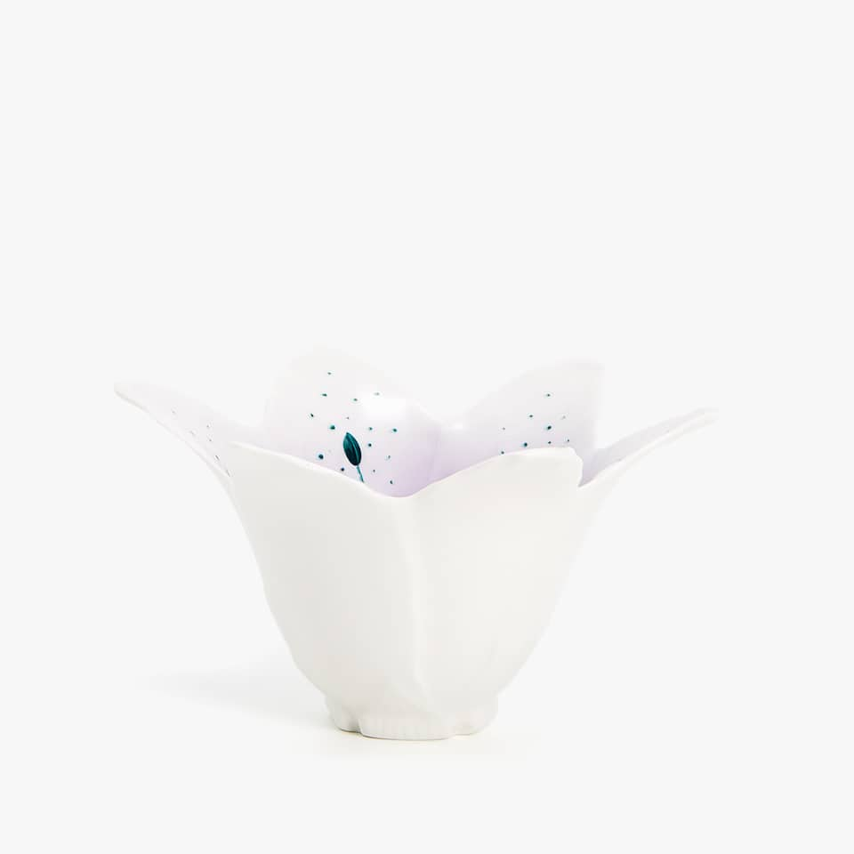 FLOWER-SHAPED PORCELAIN BOWL