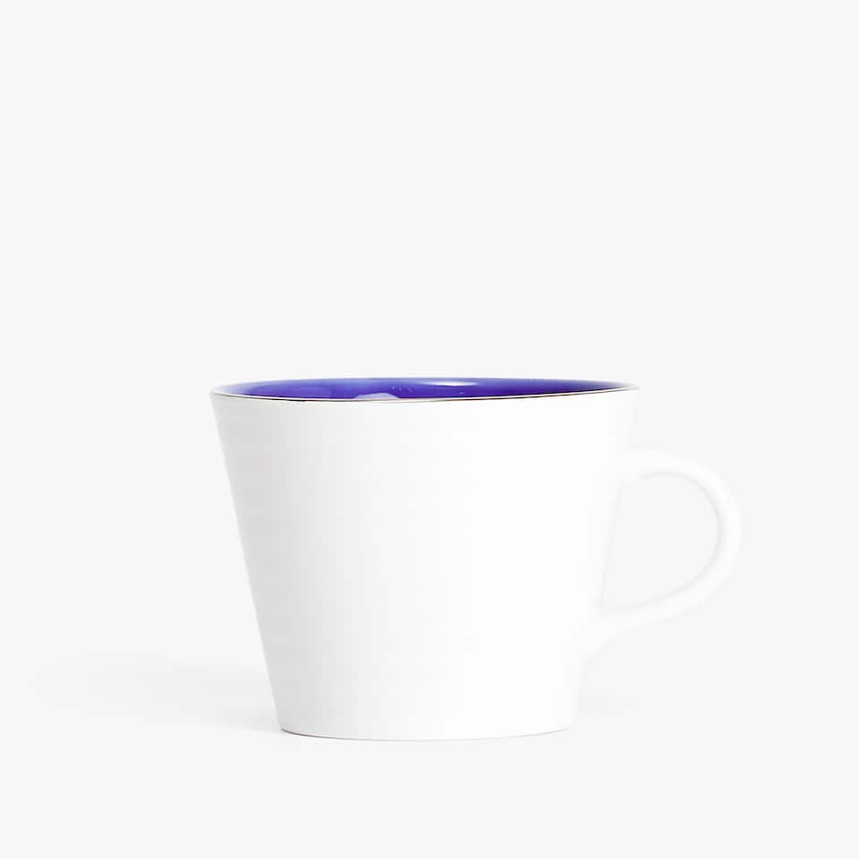 CONTRASTING-COLOURED STONEWARE MUG