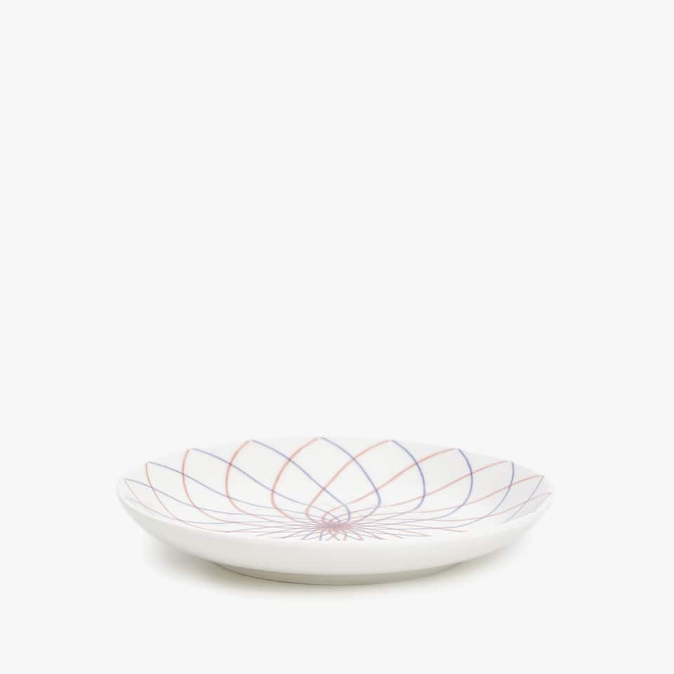 PORCELAIN SIDE PLATE WITH LINEAR DESIGN