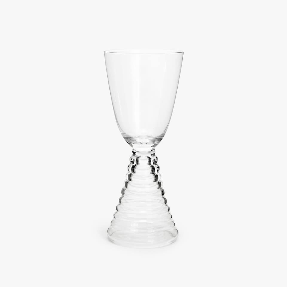 WINE GLASS WITH SCALLOPED STEM