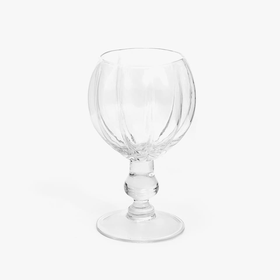 WINE GLASS WITH SCALLOPED OUTLINE