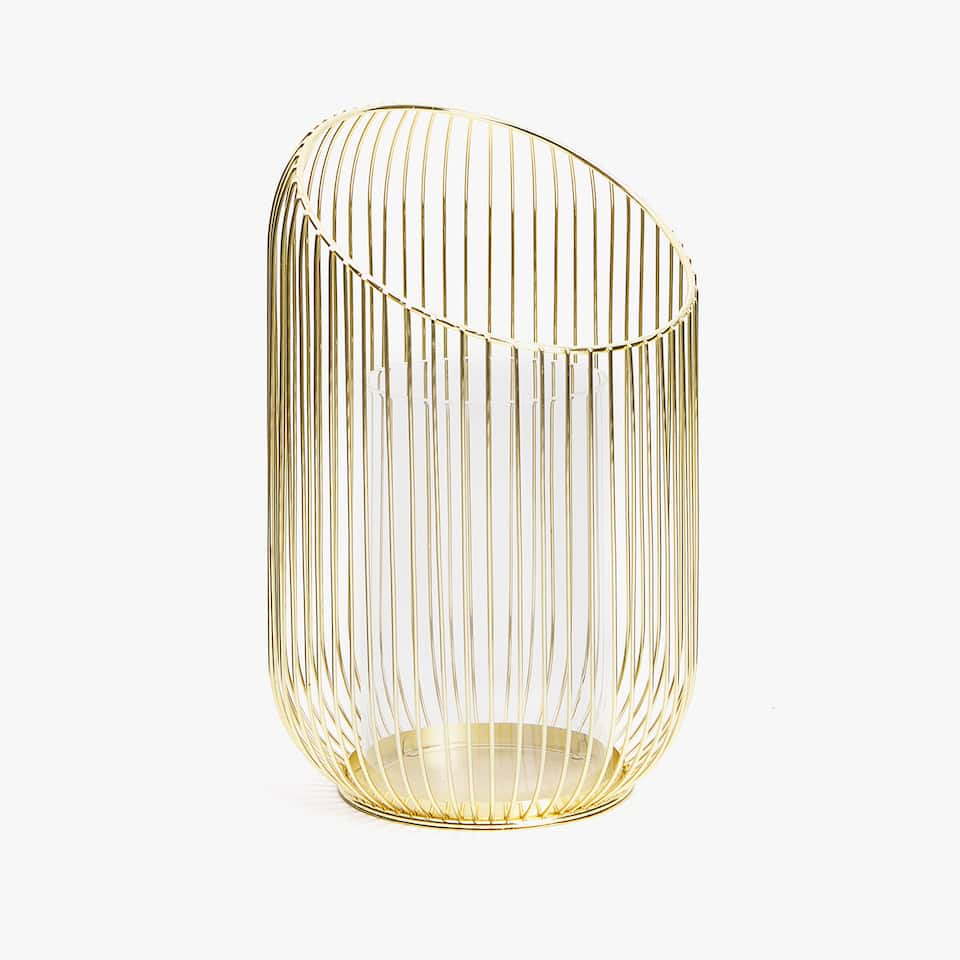 Lantern with golden spokes
