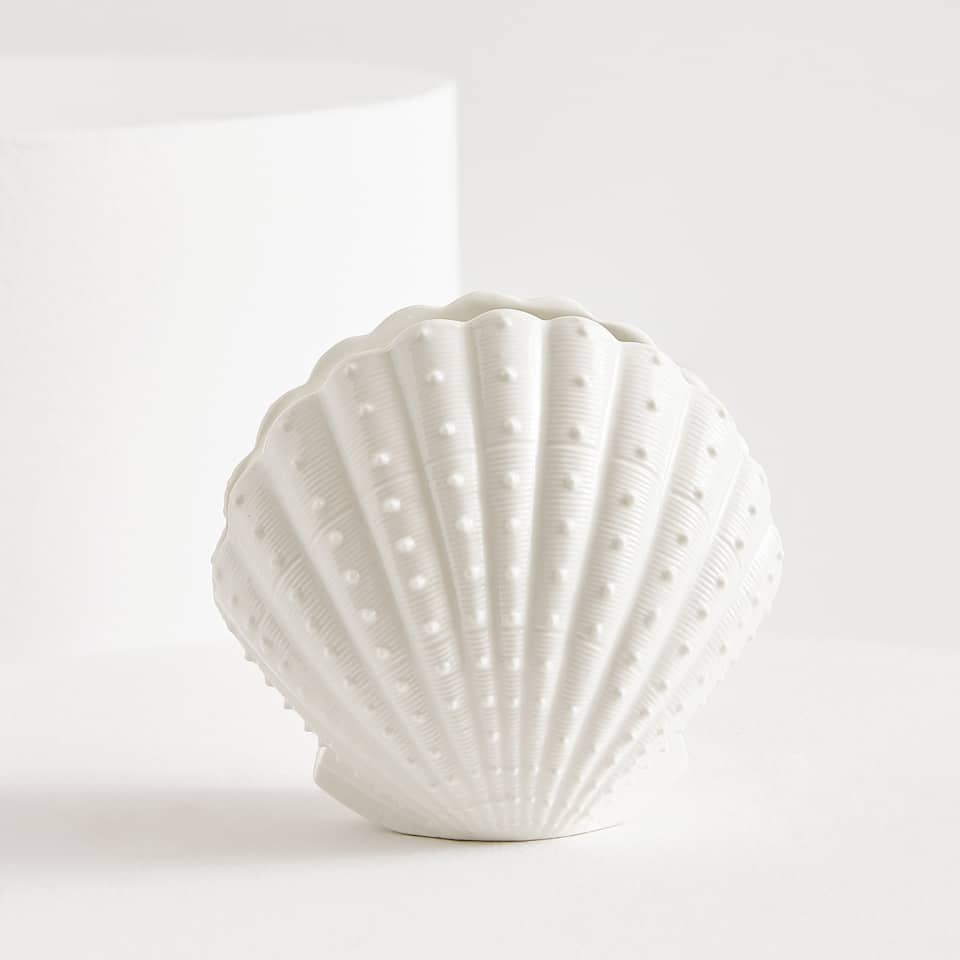 SHELL-SHAPED CERAMIC TUMBLER