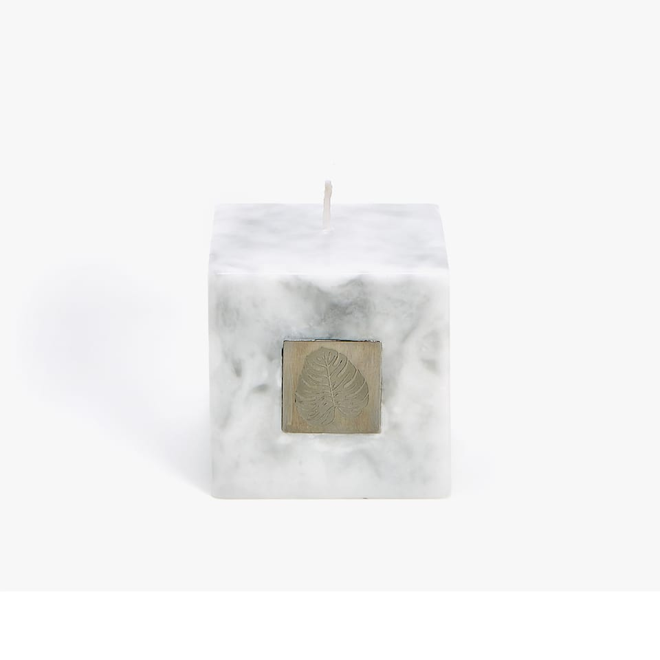 MARBLE EFFECT CANDLE WITH A LEAF PLAQUE