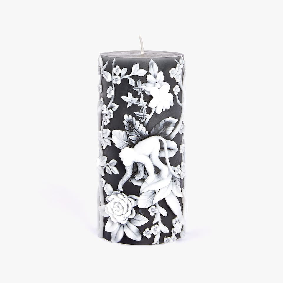 CANDLE WITH RAISED JUNGLE DESIGN