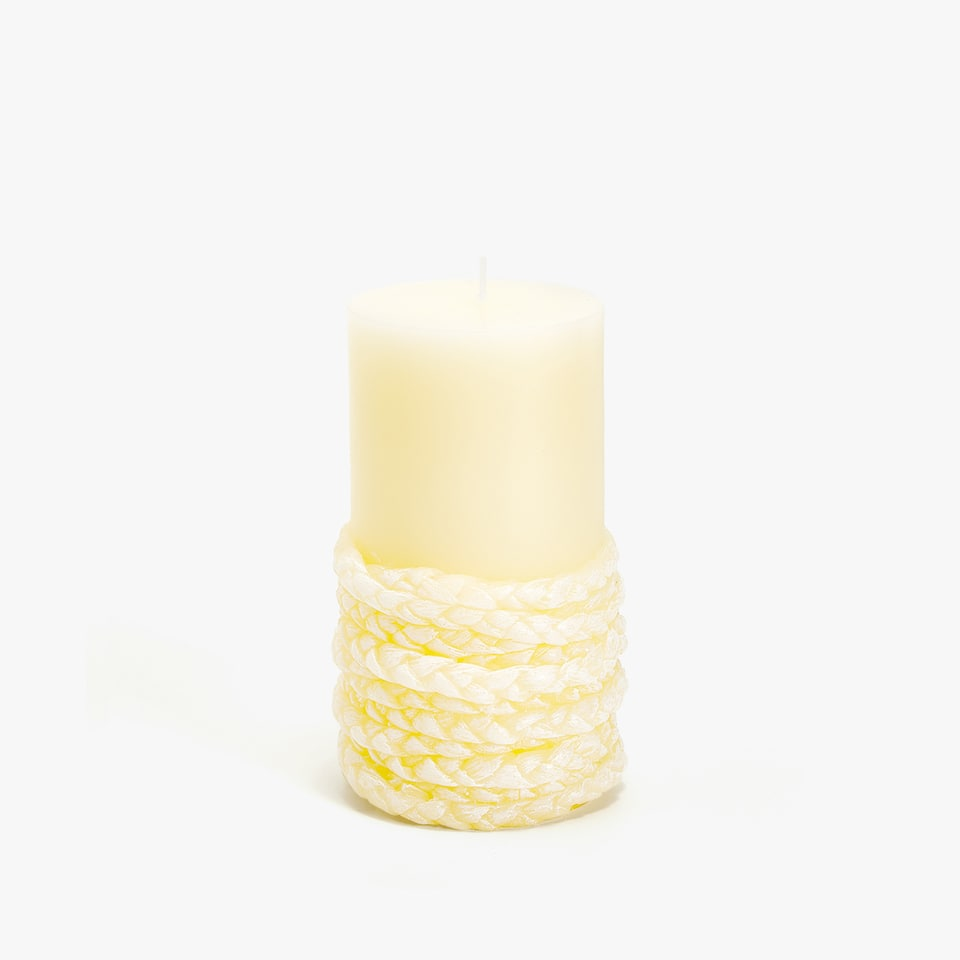CANDLE WITH A ROLLED ROPE EFFECT