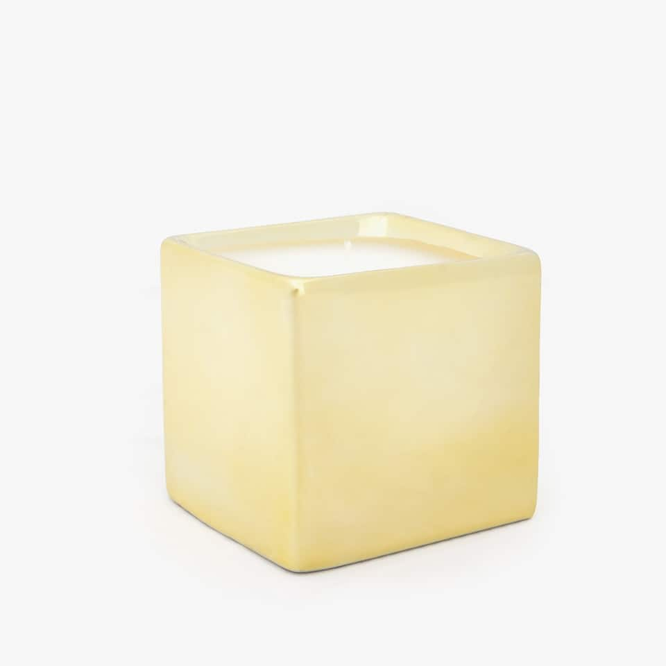 GOLDEN SQUARE CANDLE HOLDER