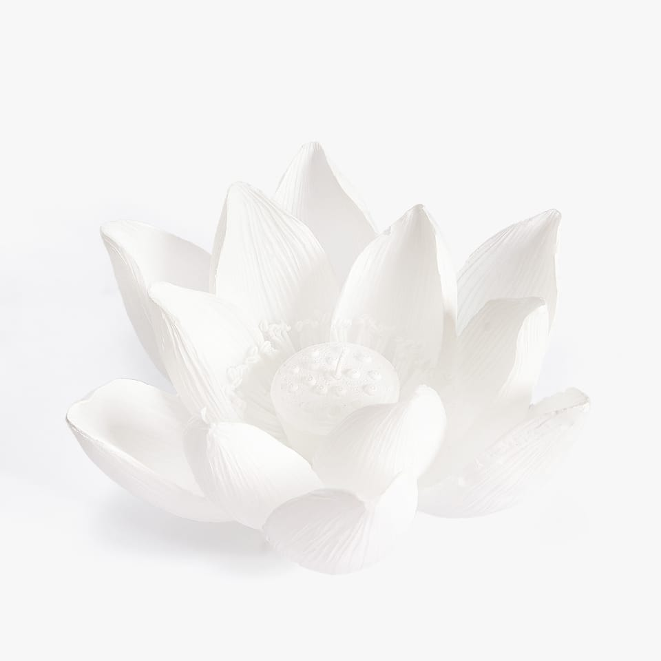 LOTUS SHAPED CANDLE