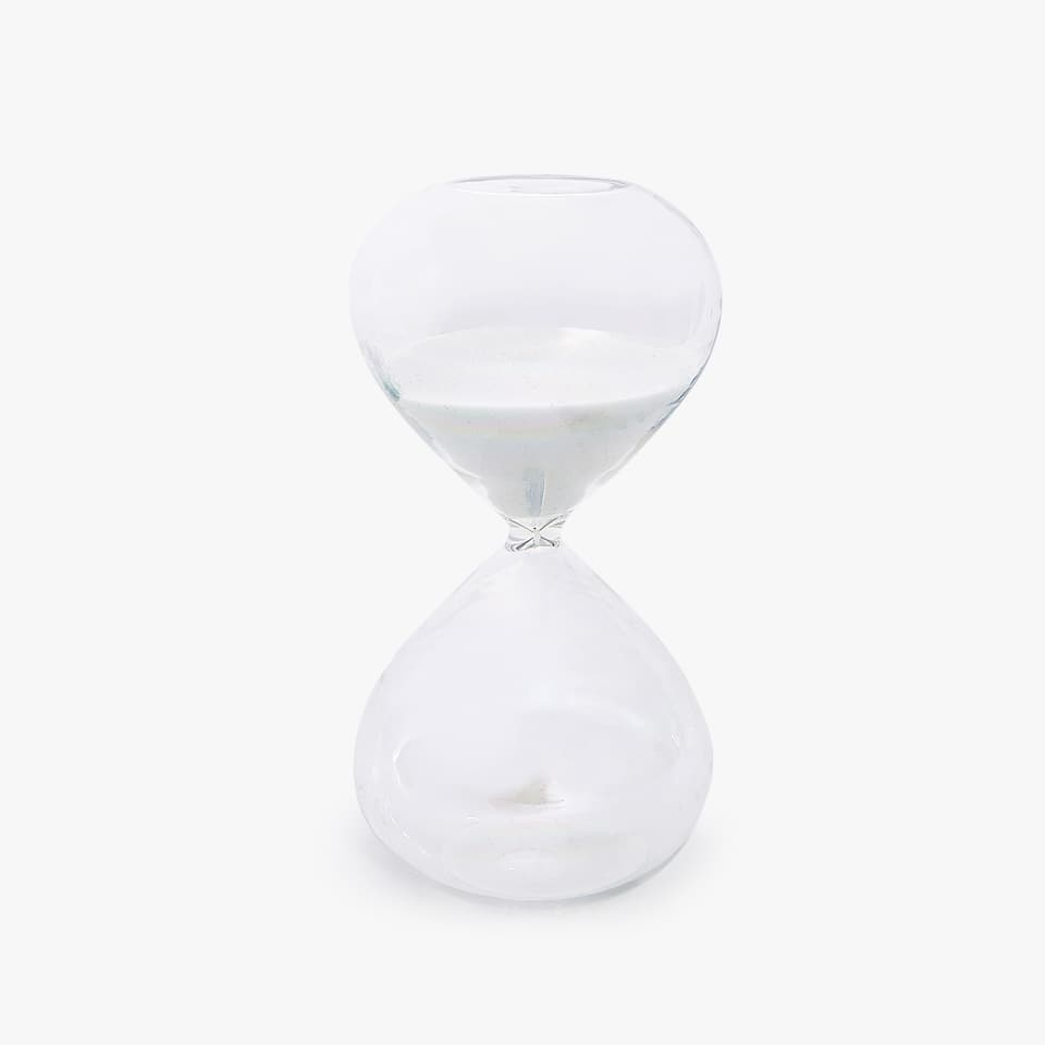 Pearly finish hourglass
