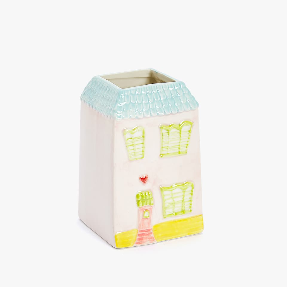 HOUSE-SHAPED CERAMIC TUMBLER