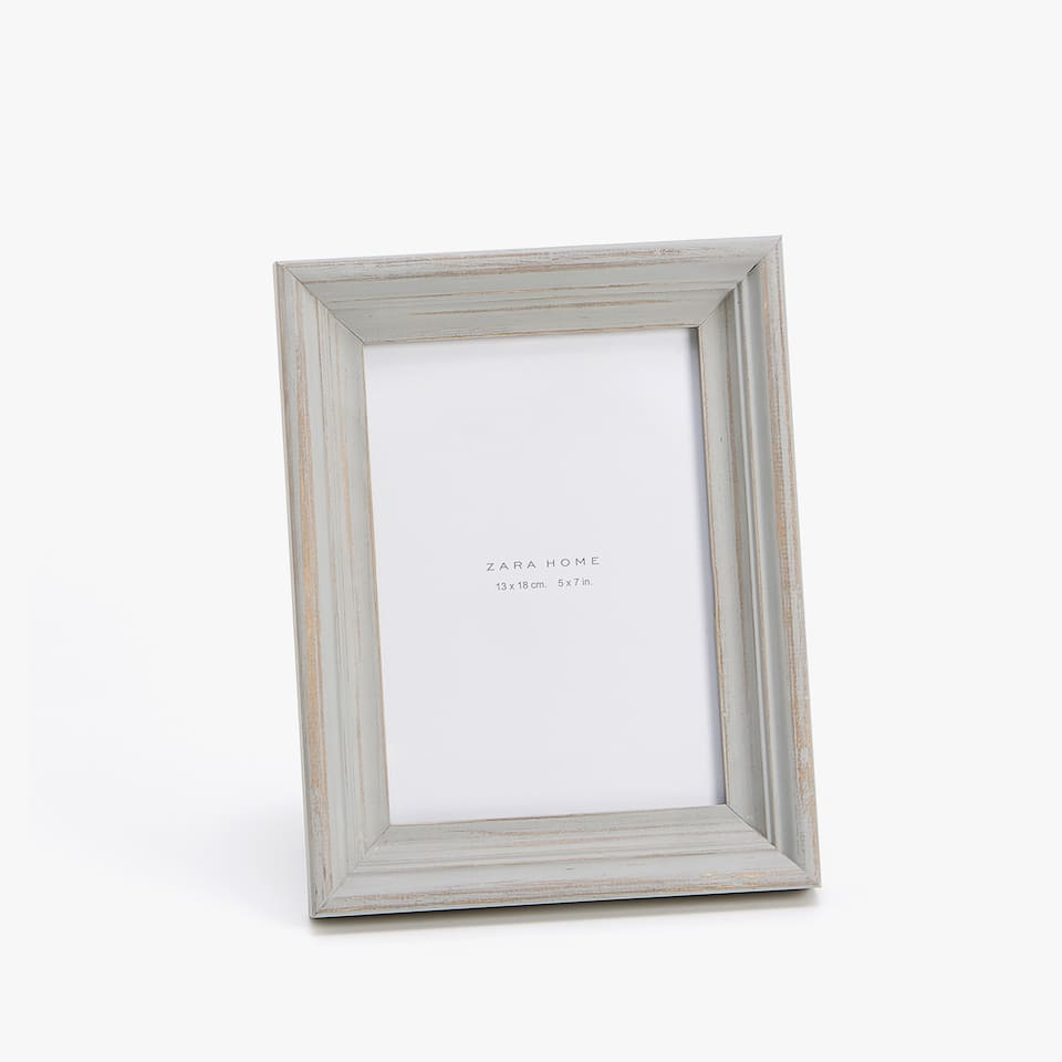 GREY RAISED DESIGN WOODEN FRAME