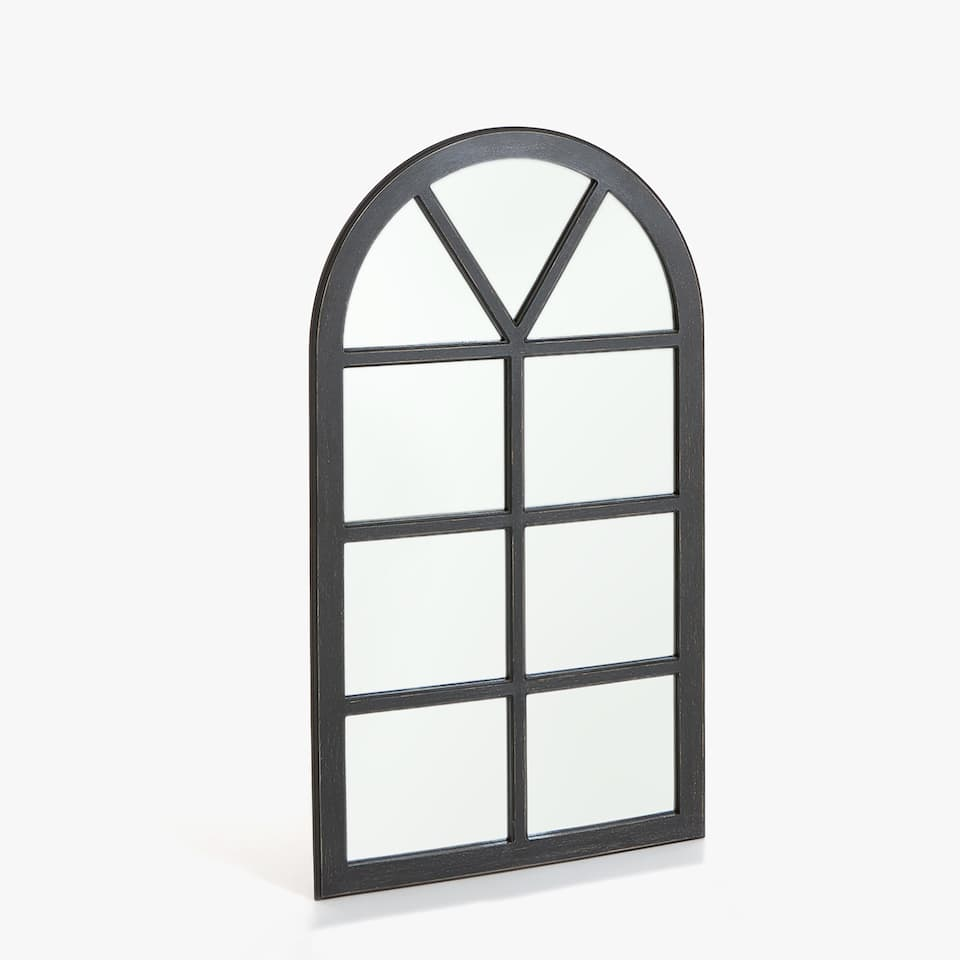 WINDOW-SHAPED MIRROR<br/>