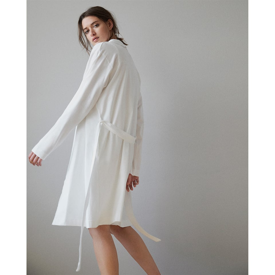 COTTON ROBE WITH LACE TRIM