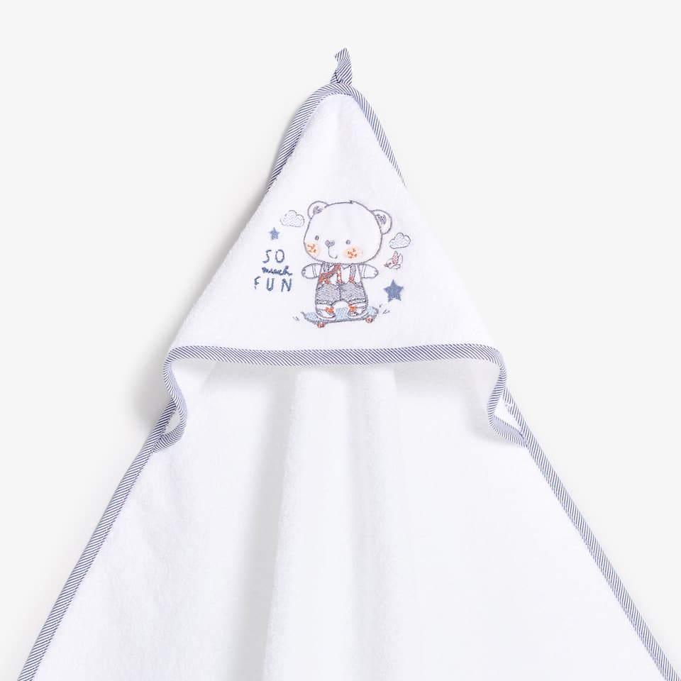 EMBROIDERED APPLIQUÉ BABY TOWEL