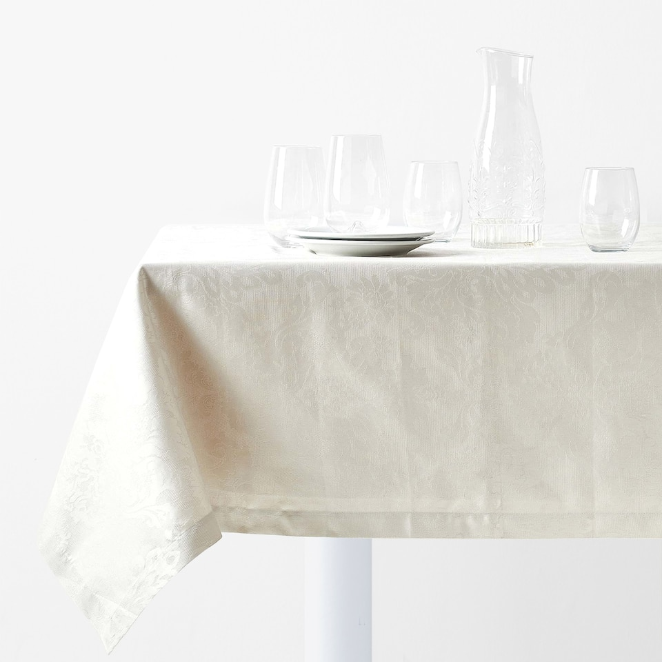 FLORAL JACQUARD TABLECLOTH