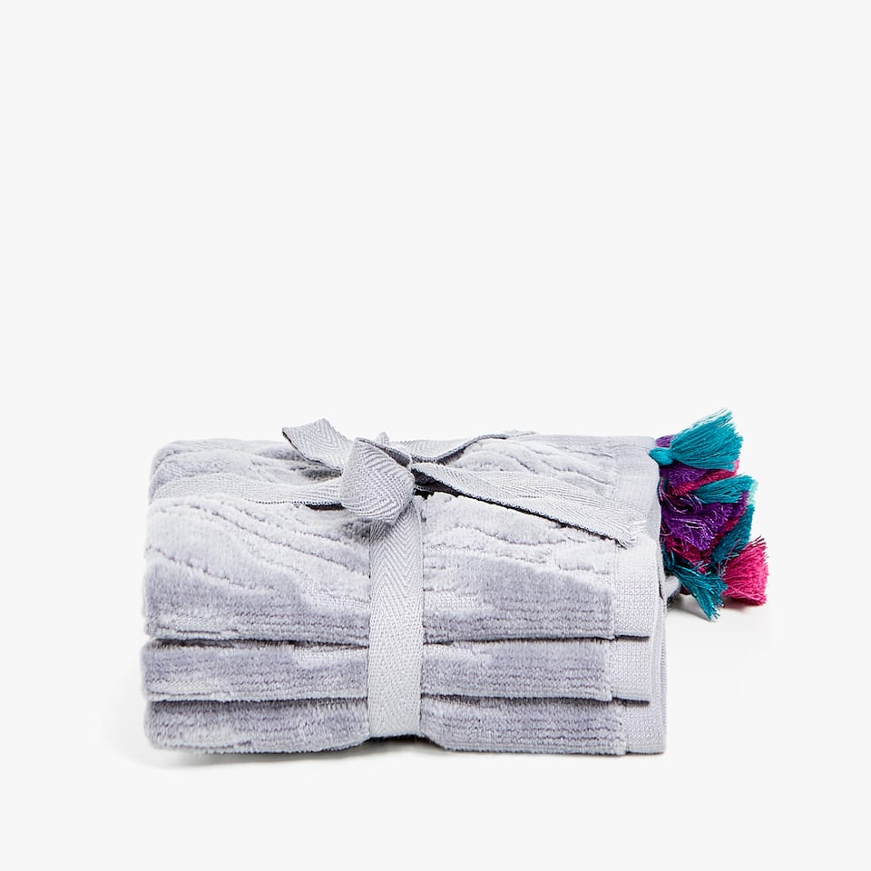 JACQUARD TOWEL WITH POMPOMS (SET OF 3)