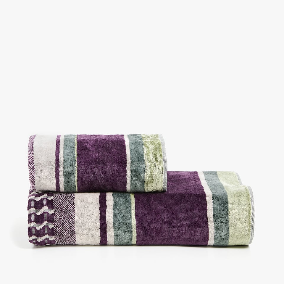 ALL-OVER JACQUARD TOWEL