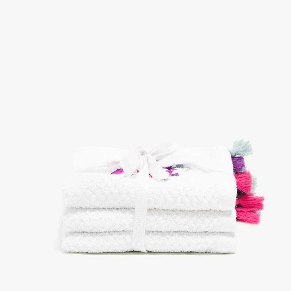 EMBROIDERED TOWEL WITH POMPOMS (SET OF 3)