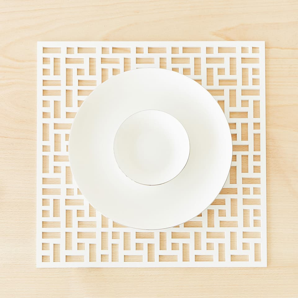 GEOMETRIC OPENWORK WOODEN PLACEMAT