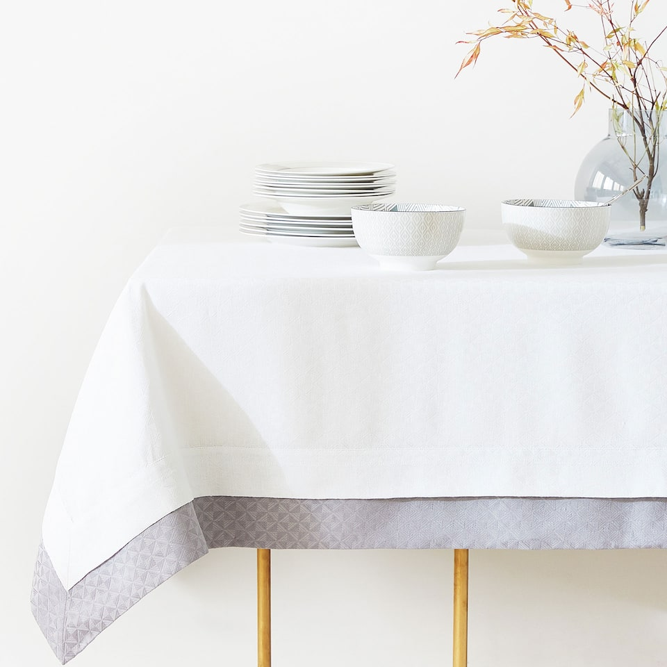 DOUBLE LAYER TEXTURED LINEN AND COTTON TABLECLOTH