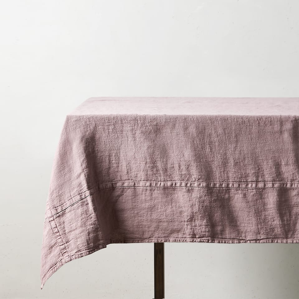TABLECLOTH WITH DOUBLE STITCHING