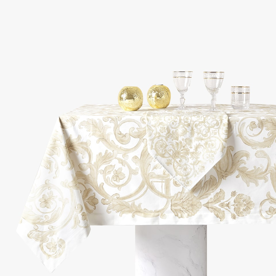 TABLECLOTH WITH DECORATIVE PRINT