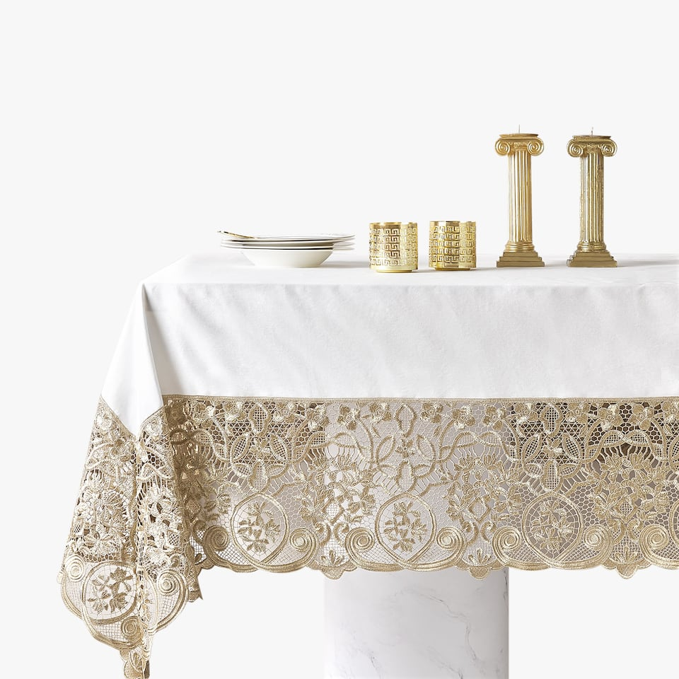 DETAILED TABLECLOTH