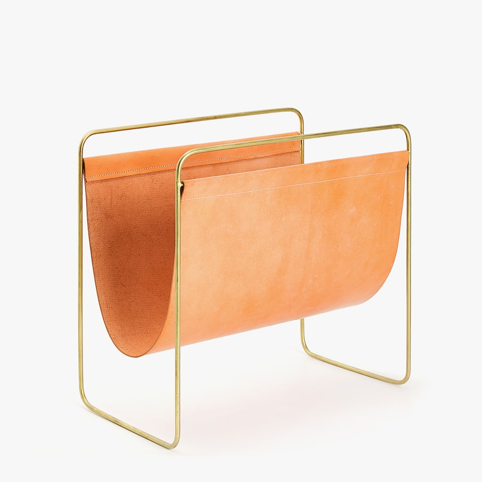 MAGAZINE RACK WITH GOLD STRUCTURE