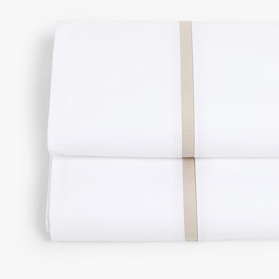 TOP SHEET WITH CONTRASTING BEIGE RIBBON