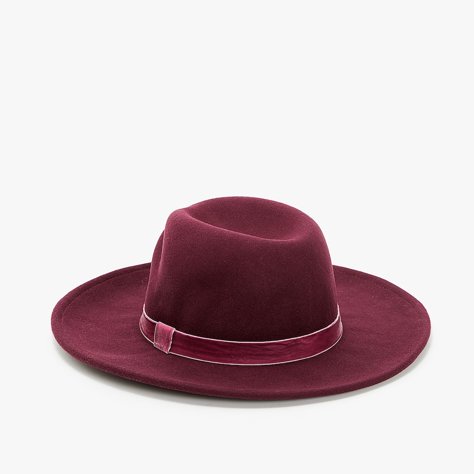 BURGUNDY HAT WITH RIBBON