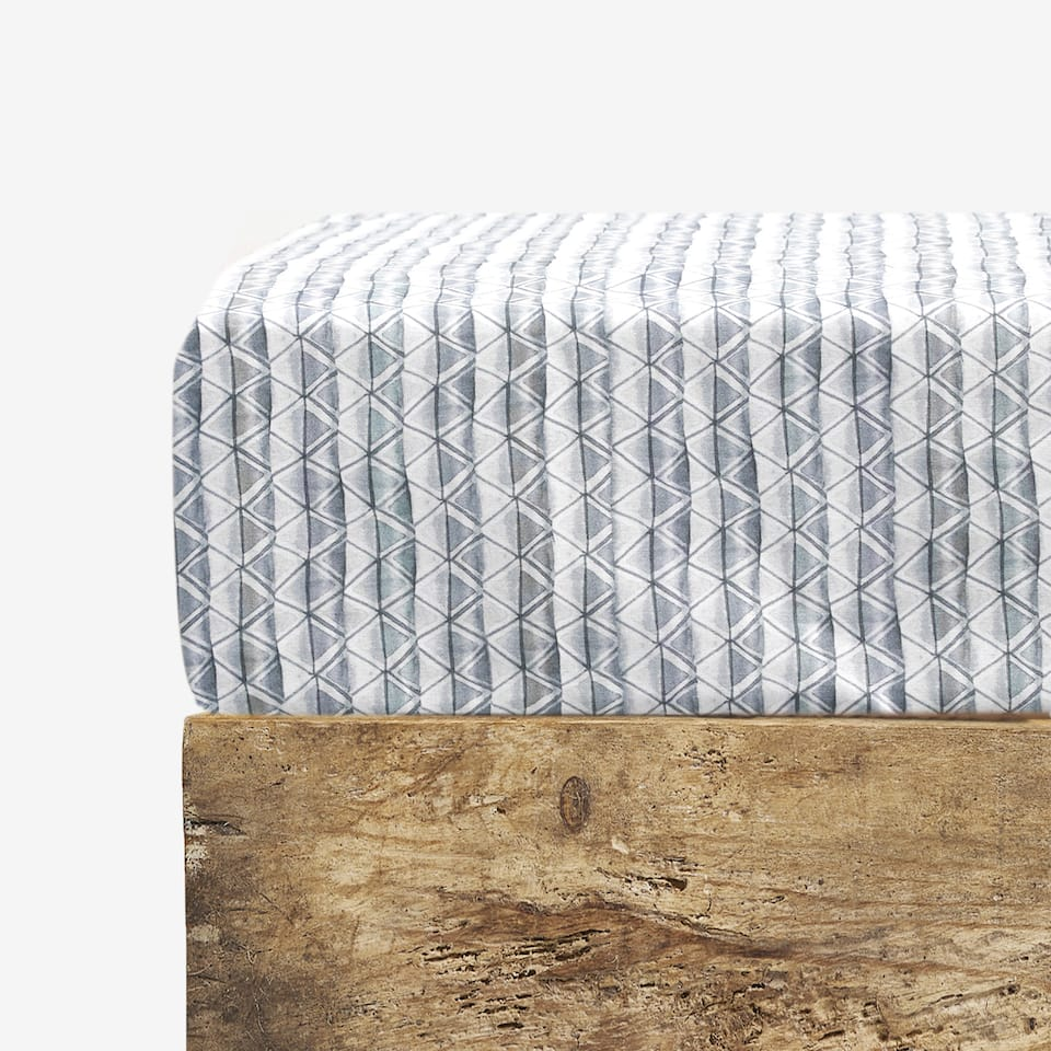 TEXTURED PRINT FITTED SHEET