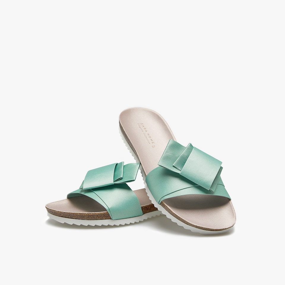 SATIN SLIDE SANDALS WITH KNOT DETAIL