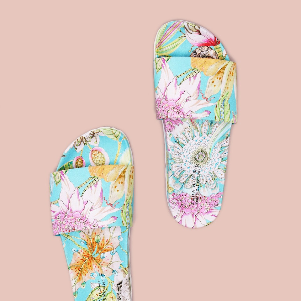 FLORA AND FAUNA FABRIC SLIDES