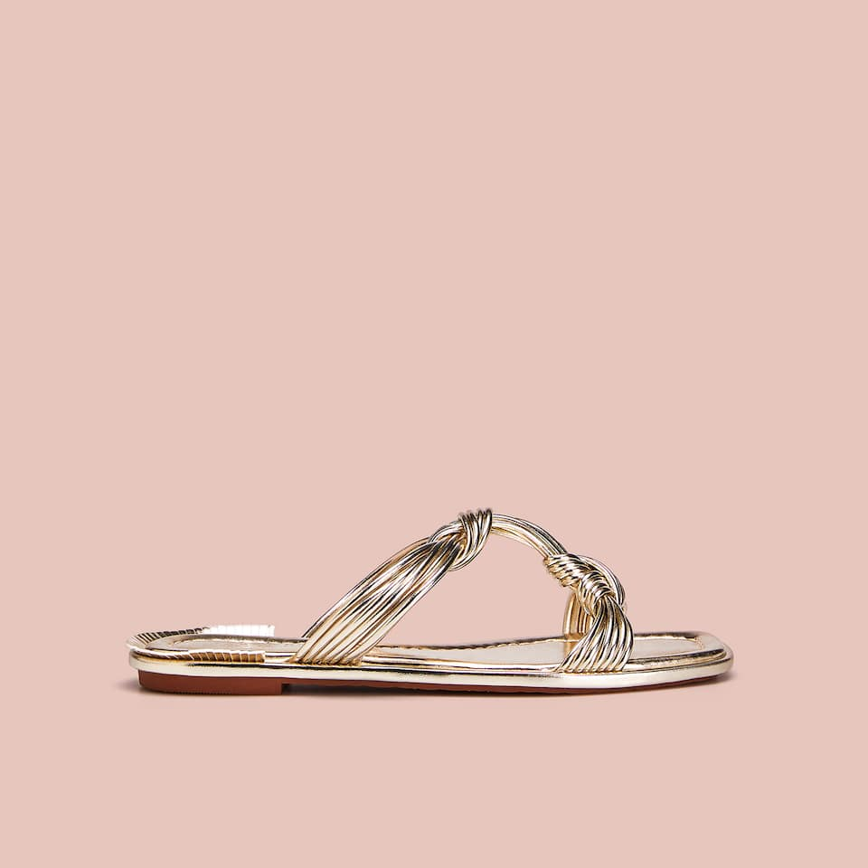 GOLDEN KNOTTED SANDALS