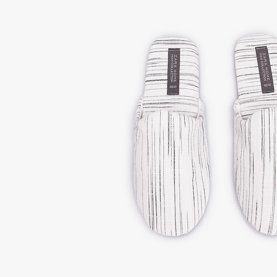 SLIPPERS WITH CONTRASTING STRIPES