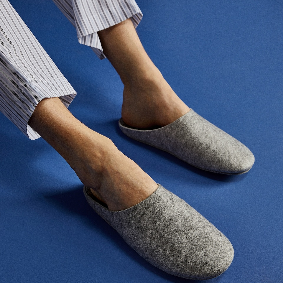 FELT MULE SLIPPERS WITH SOLE DETAIL