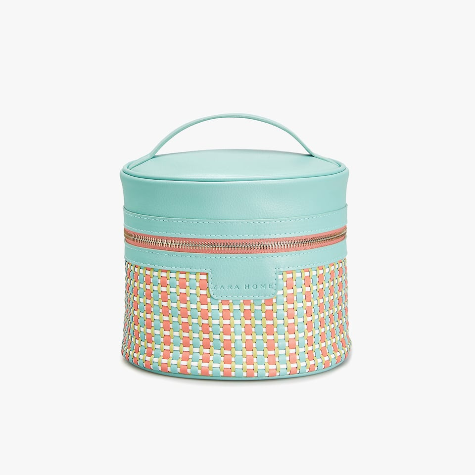 BRAIDED ROUND TOILETRY BAG