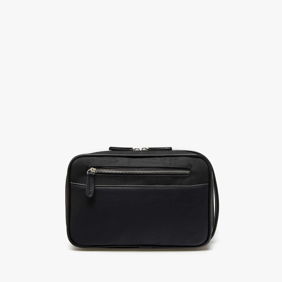 CONTRASTING FABRIC TOILETRY BAG