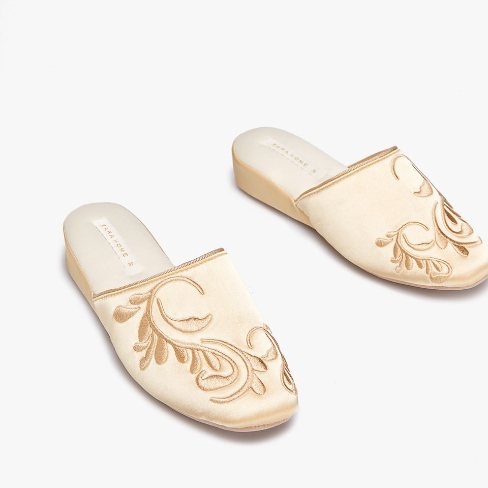 EMBROIDERED WEDGE SLIPPERS