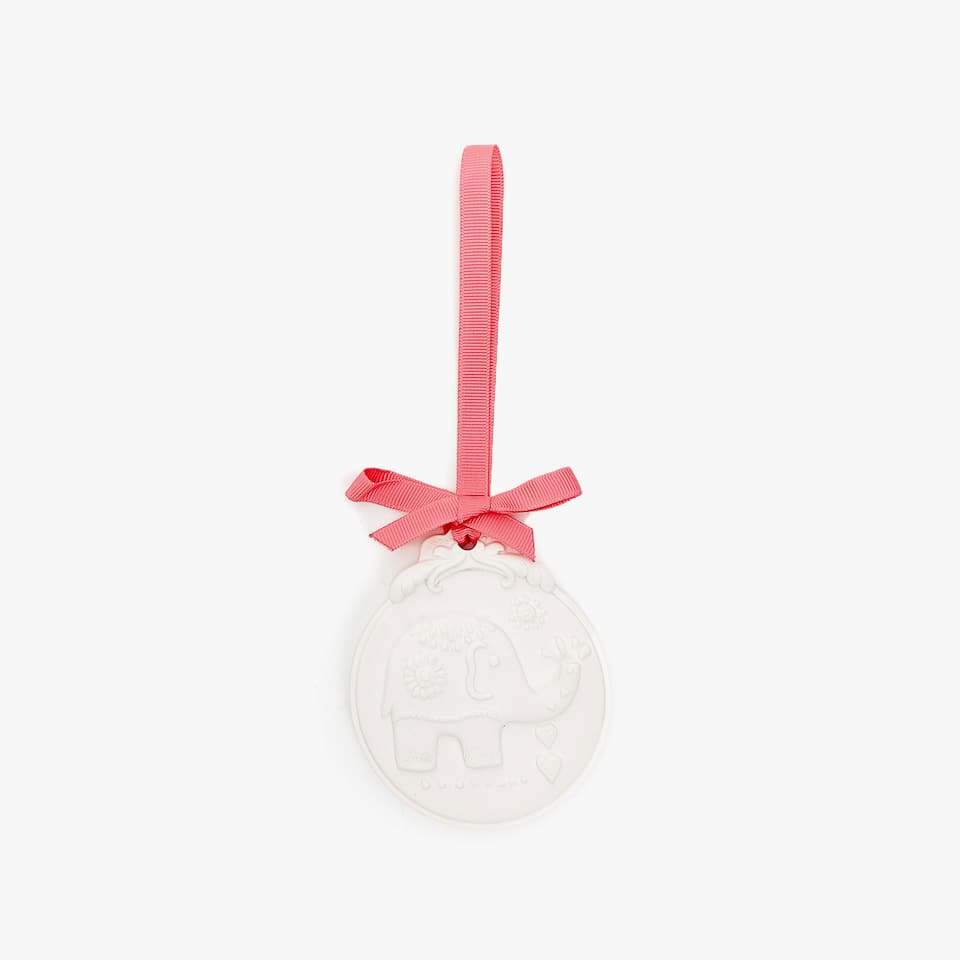 PERFUMED RAISED ELEPHANT DESIGN PENDANT