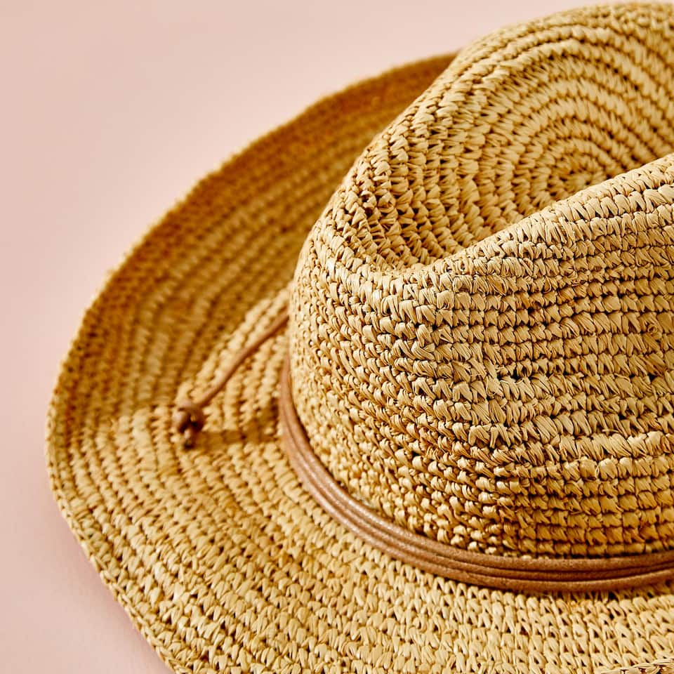RAFFIA HAT WITH TIED BAND