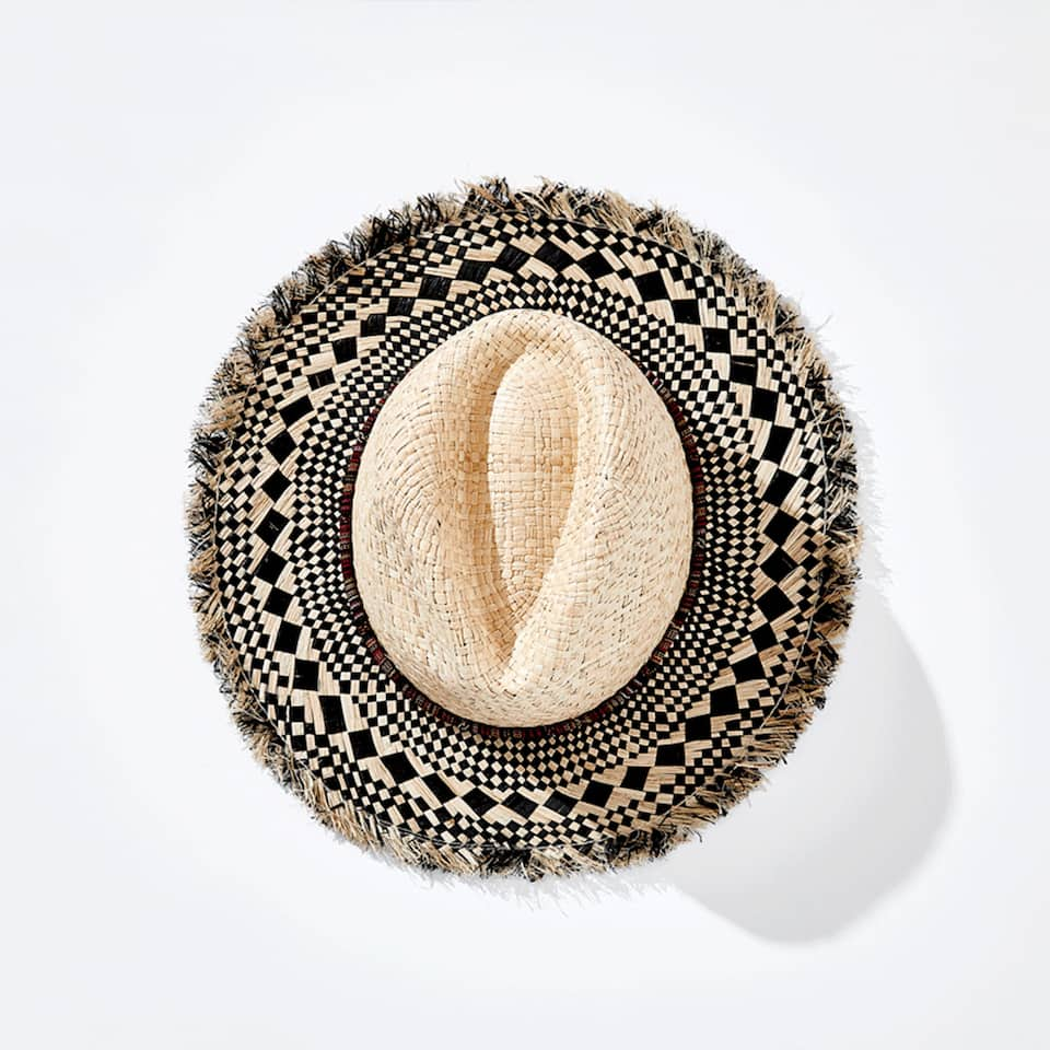 RAFFIA HAT WITH GEOMETRIC DESIGN