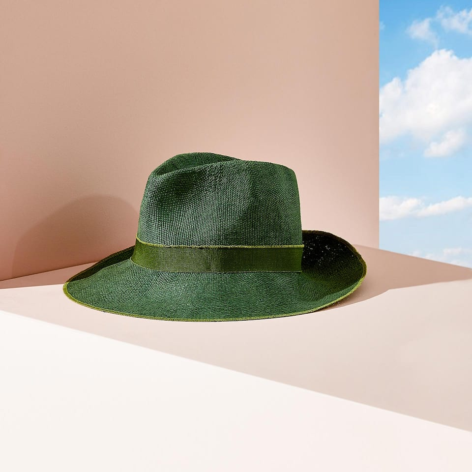 GREEN HAT WITH BAND