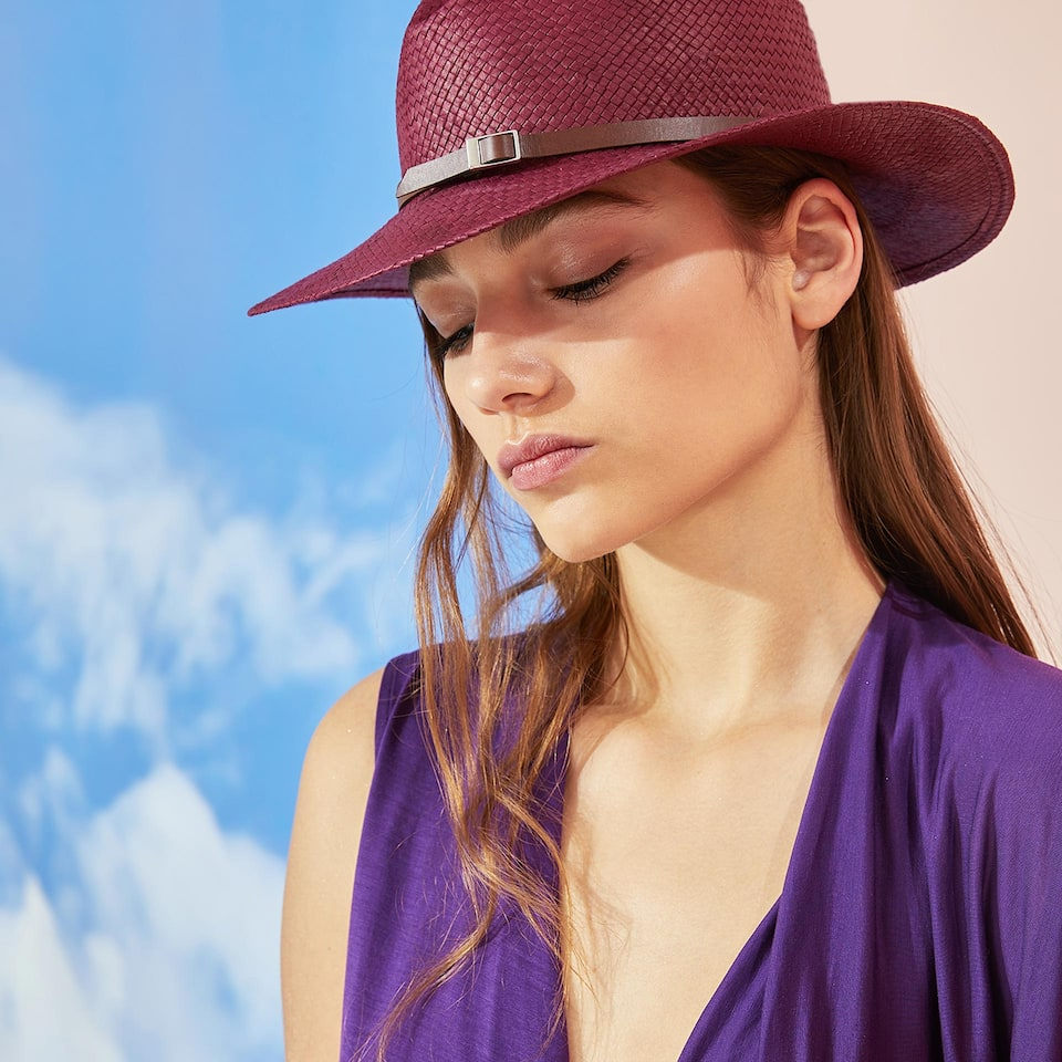 PURPLE HAT WITH BAND DETAIL
