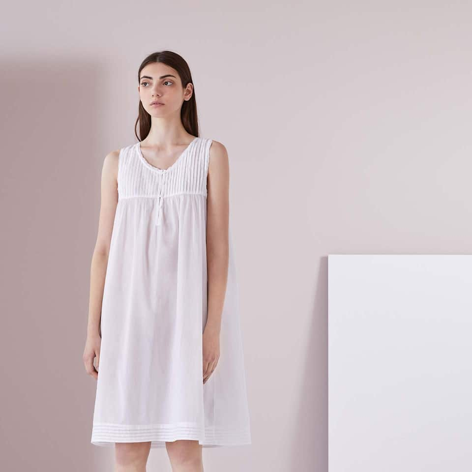 PLEATED COTTON NIGHTDRESS WITH LACE TRIM
