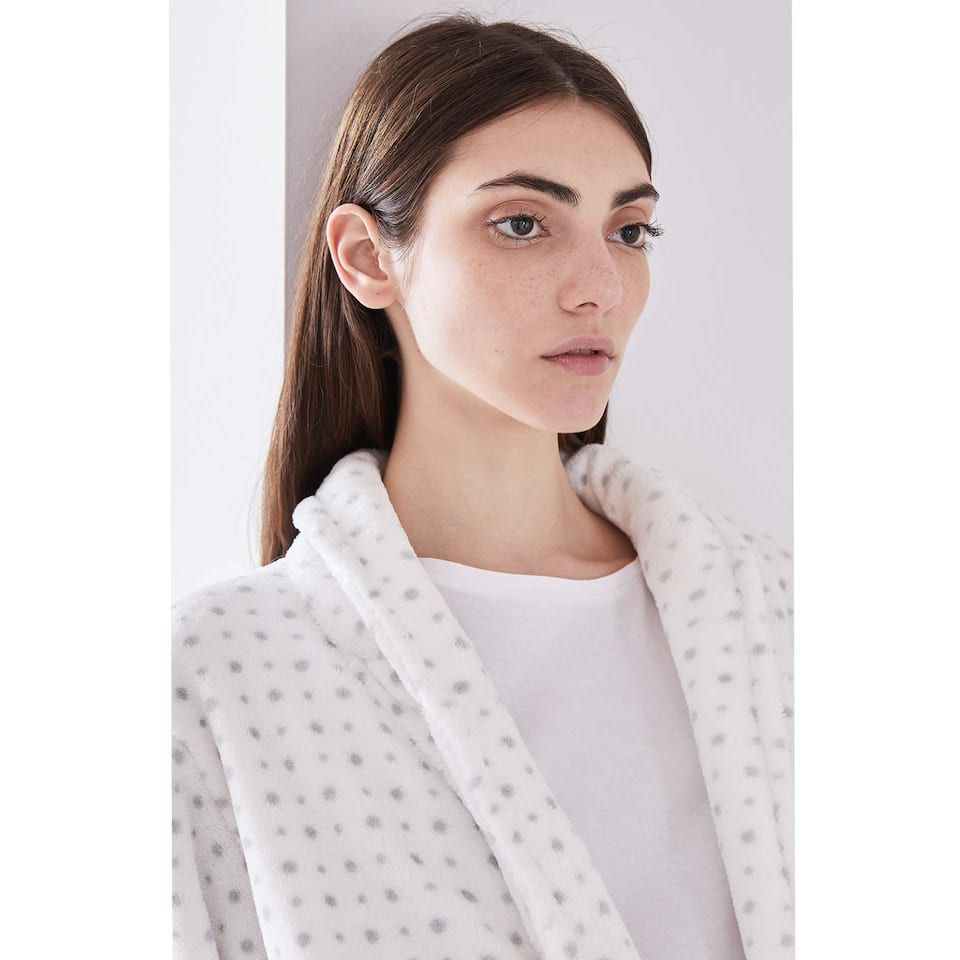 WHITE DRESSING GOWN WITH GREY POLKA DOTS