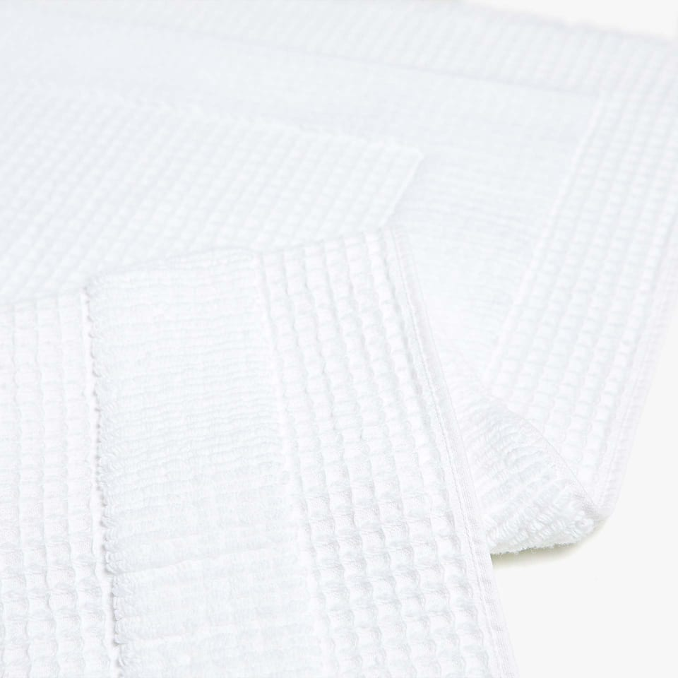 REVERSIBLE WAFFLE KNIT COTTON BATH MAT