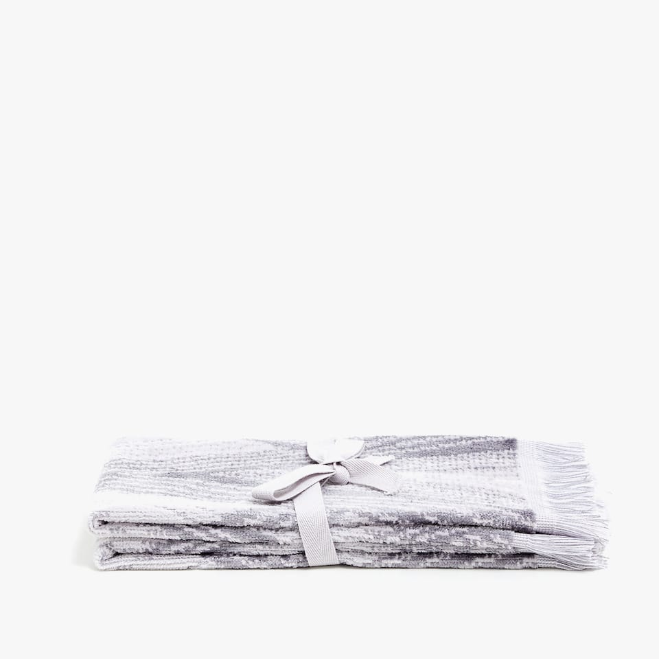 TOWELS WITH GEOMETRIC DESIGN (SET OF 2)