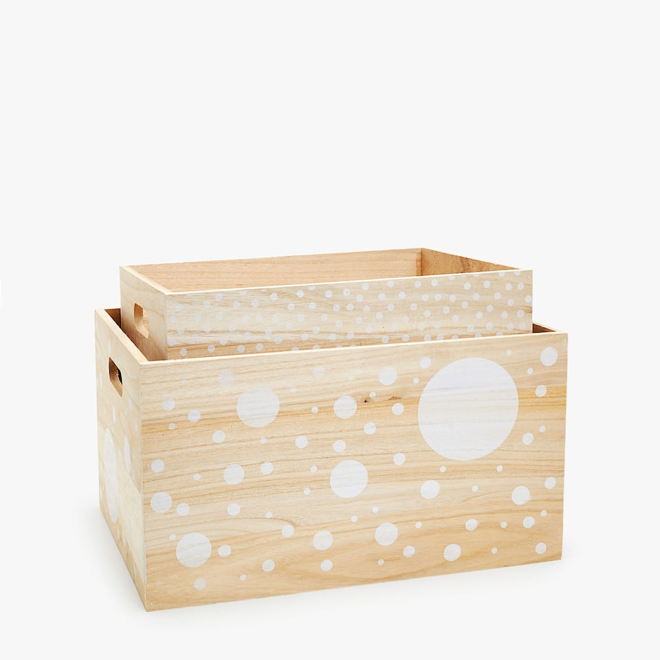 WOODEN BASKET WITH A POLKA DOT DESIGN